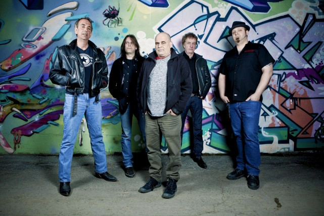 Rudy Caya (au centre) et la joyeuse bande... (Courtoisie)