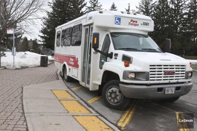 Para Transpo, le service de transport pour personnes handicapées de la Ville... (Patrick Woodbury, Archives LeDroit)