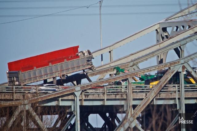 Le pont Mercier a été fermé d'urgence, dans... (PHOTO ANDRÉ PICHETTE, LA PRESSE)