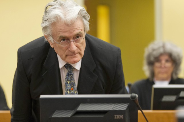 Radovan Karadzic est inculpé de 11 chefs d'accusation... (PHOTO MICHAEL KOOREN, ARCHIVES AFP)