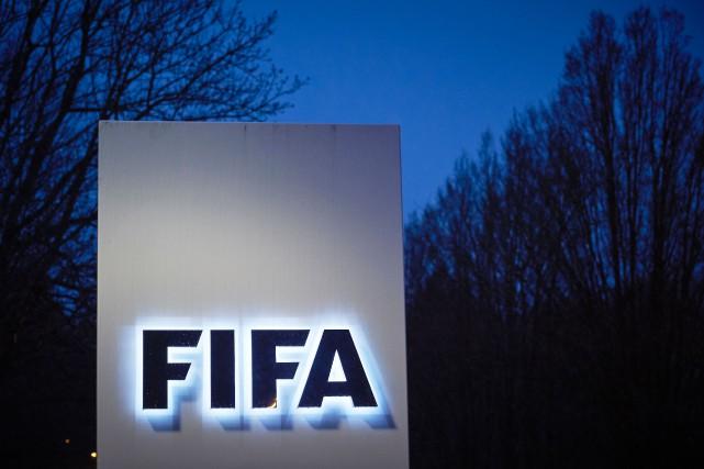 Les juges d'éthique de la FIFA devront maintenant... (PHOTO ARCHIVES AFP)