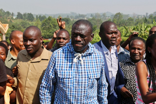 Kizza Besigye, principal candidat de l'opposition à la... (PHOTO AFP/STRINGER)
