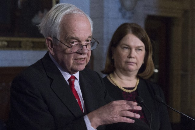 Le ministre canadien de l'Immigration John McCallum aux... (PHOTO Adrian Wyld, La Presse Canadienne)