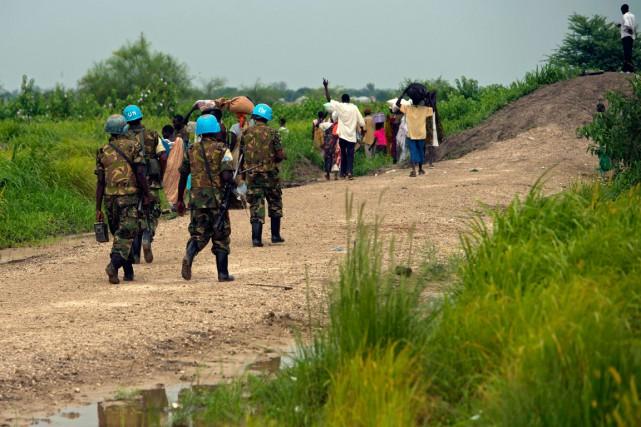 Des hommes armés ont ouvert le feu sur des civils réfugiés dans une base des... (Photo archives AFP)