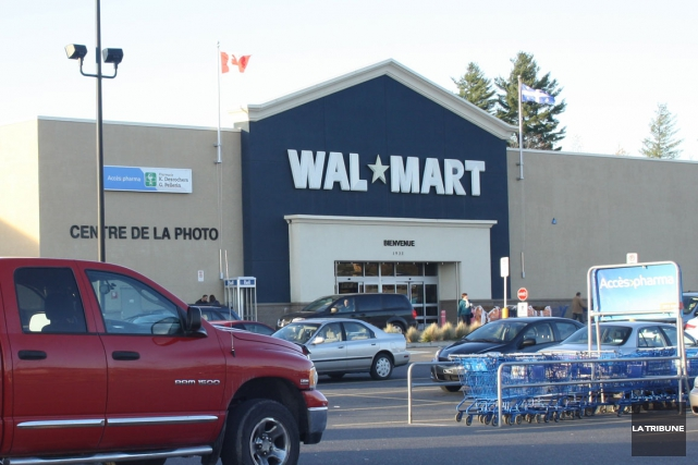 Le vol a eu lieu au magasin Walmart... (Archives La Tribune)