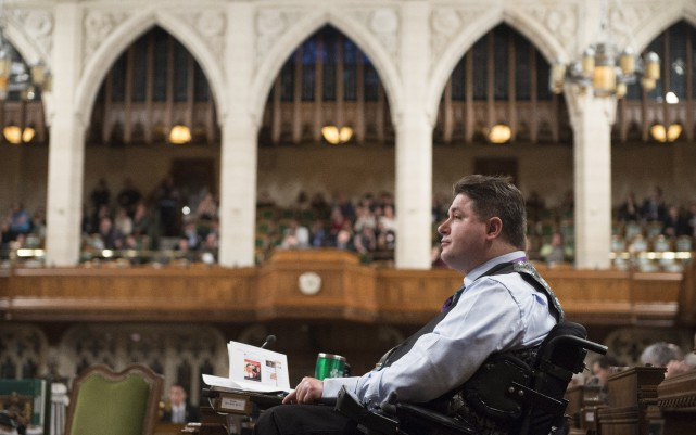 Le ministre des Anciens Combattants, Kent Hehr... (PHOTO Adrian Wyld, La Presse Canadienne)