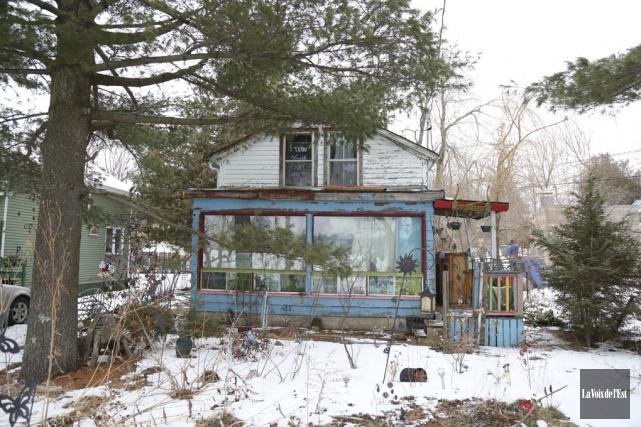 Le terrain de la maison encombrée pourrait devenir... (Archives La Voix de l'Est)