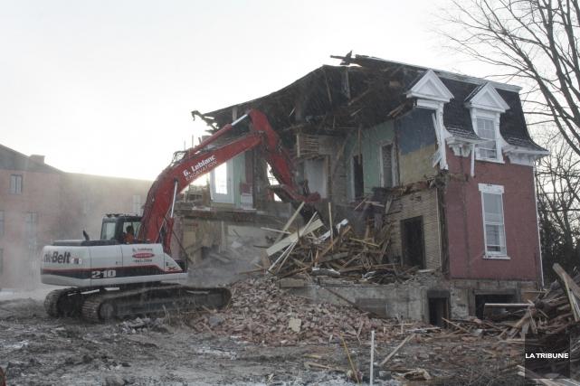 L'entreprise qui avait reçu le mandat de démolir... (La Tribune, Jean-François Gagnon)