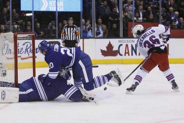 Mats Zuccarello marque un but tandis que Frank... (Photo John E. Sokolowski, USA Today)