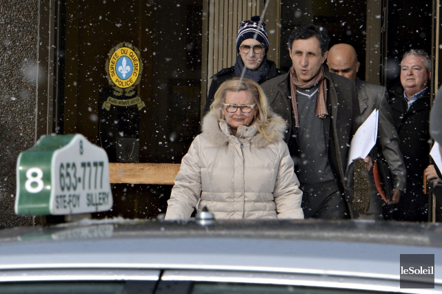 Amir Khadir à sa sortie des bureaux de... (Le Soleil, Patrice Laroche)