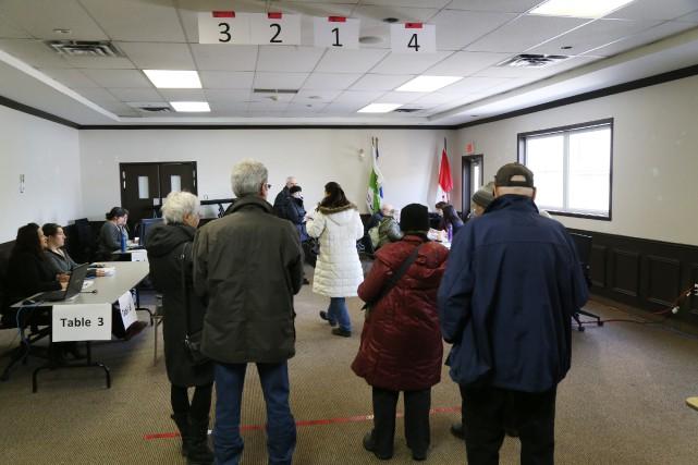 Depuis 10h20, unesoixantainede citoyensdeSutton se sont rendus signer... (Photo Janick Marois)