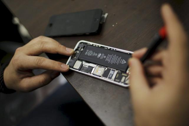 Le bras de fer judiciaire autour du cryptage de données se durcit aux... (PHOTO EDUARDO MUNOZ, ARCHIVES REUTERS)