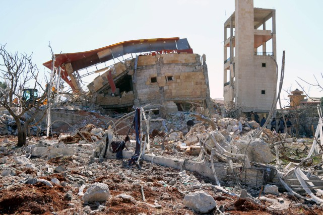 Un hôpital détruit par des frappes aériennes il... (PHOTO AGENCE FRANCE-PRESSE)