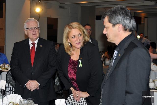 La ministre du Développement économique régional Lise Thériault... (Photo Le Quotidien, Jeannot Lévesque)