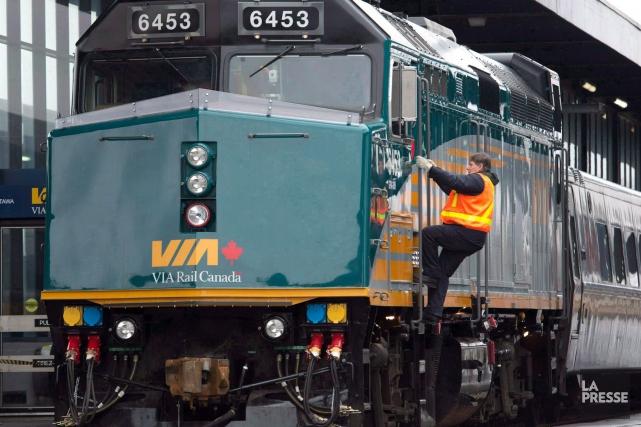 Fin janvier, le président de VIA Rail, Yves... (La Presse Canadienne, Adrian Wyld)