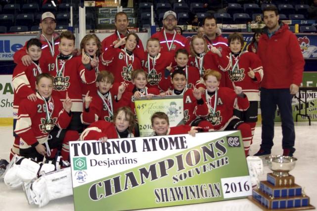 Les Estacades du Cap-de-la-Madeleine ont été sacrés champions du tournoi atome...