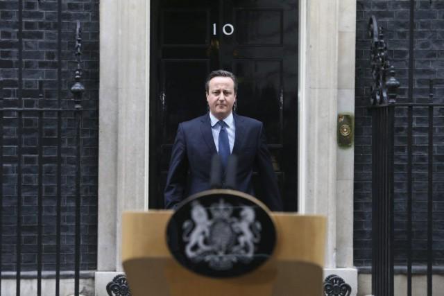 Le premier ministre David Cameron a prononcéune brève... (PHOTO JUSTIN TALLIS, AFP)