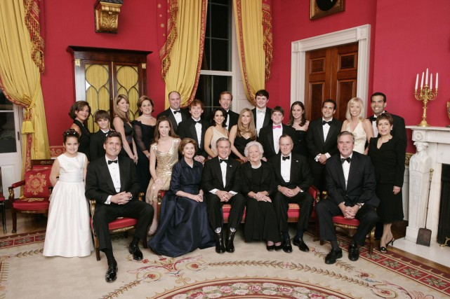 Cette photo de la famille Bush a été... (PHOTO ERIC DRAPER, ARCHIVES WHITE HOUSE/ASSOCIATED PRESS )