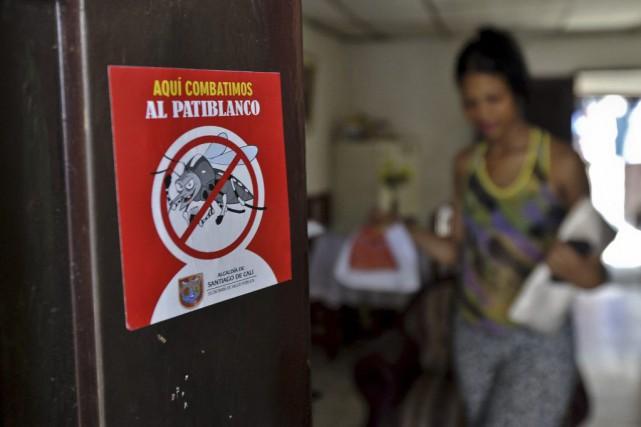 Le virus est présent dans 235 villes de... (PHOTO LUIS ROBAYO, AFP)