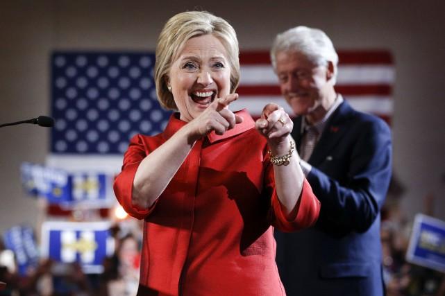 Cette deuxième victoire pour l'ancienne secrétaire d'État la... (Associated Press)