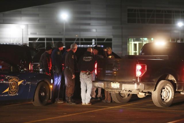 Le tireur a été arrêté à 0h40 dimanche,... (AP, Mark Bugnaski/Kalamazoo Gazette)