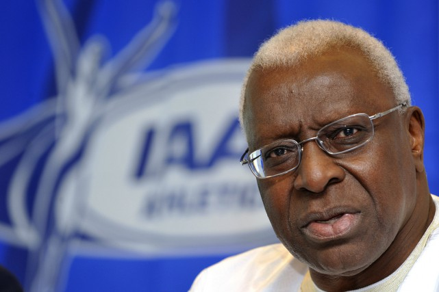 L'ancien président de la Fédération internationale d'athlétisme (IAAF), Lamine Diack.... (PHOTO FABRICE COFFRINI, ARCHIVES AFP)