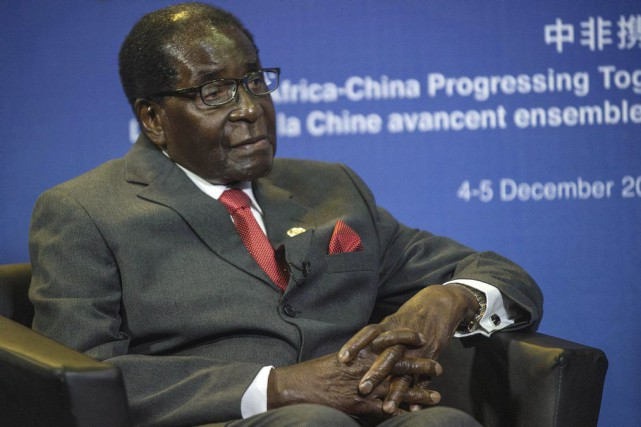 Robert Mugabe n'a aucune intention de se retirer.... (PHOTO MUJAHID SAFODIEN, ARCHIVES AFP)