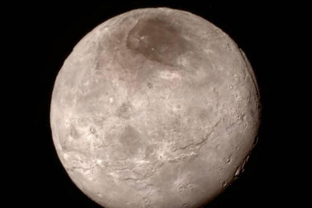 La lune Charon.... (PHOTO AP/NASA)