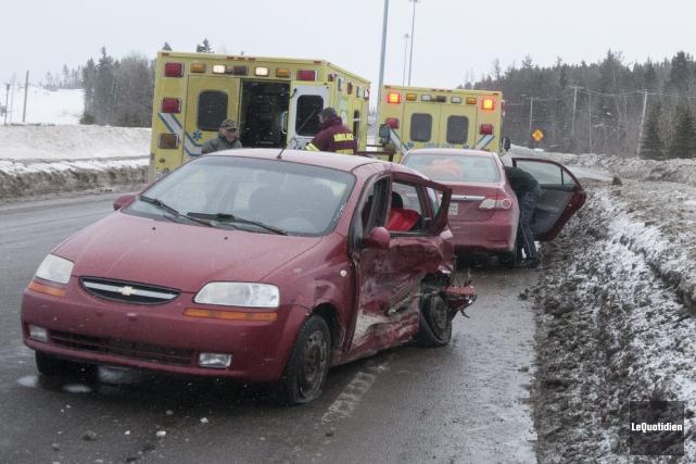La collision a fait trois blessés, dont deux... (Photo Le Quotidien, Michel Tremblay)