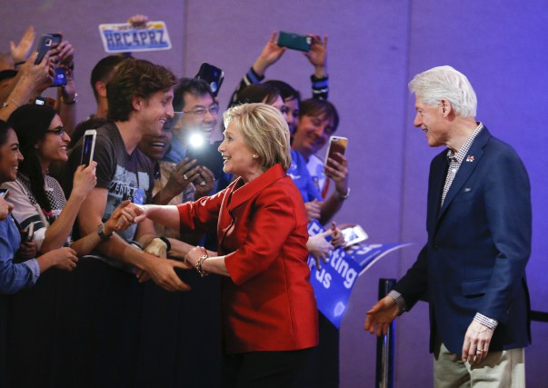 Malgré sa victoire au Nevada, Hillary Clinton ne... (The Associated Press, John Locher)
