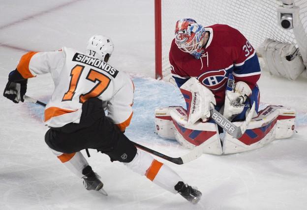 Wayne Simmonds (à gauche) et les Flyers devancent... (La Presse Canadienne, Graham Hughes)