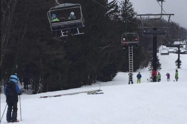 Des skieurs ont été évacués à l'aide d'échelles... (fournie par Éric Péladeau)