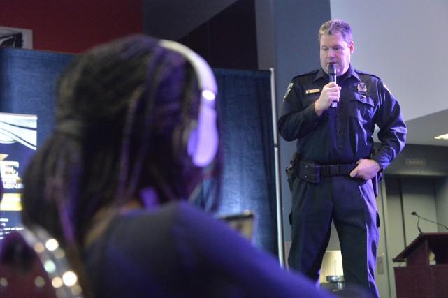 L'agent du Service de police de Sherbrooke Philippe... (Spectre Média, Maxime Picard)