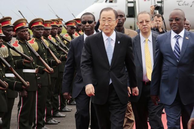Ban Ki-moon a été accueilli à son arrivée... (PHOTO GILDASNGINGO, AP)