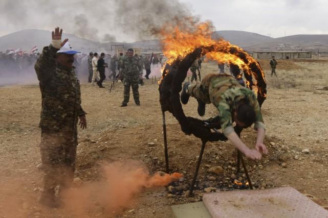 Des volontaires syriens participent à un entraînement militaire... (Agence France-Presse, LOUAI BESHARA)