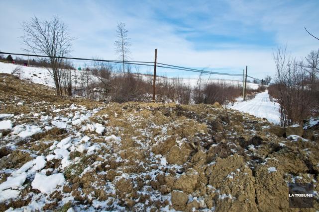 Transports Québec procédera à des travaux consistant àadoucir le profil de la... (Archives La Tribune, Jessica Garneau)