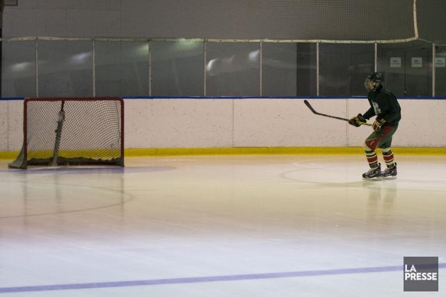 Un joueur de l'équipe de Sherbrooke de la ligue de hockey Junior AA... (Archives La Presse)