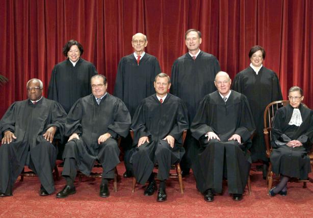 Les neuf juges de la Cour suprême américaine,... (Photo Larry Downing, archives Reuters)