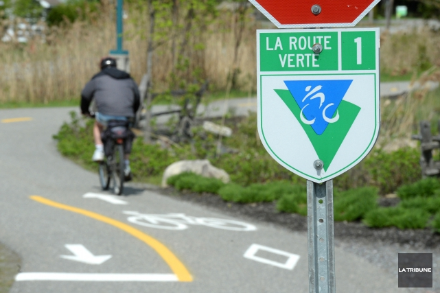 Le tronçon de piste cyclable traversant le terrain... (Archives, La Tribune)