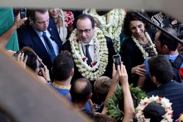 François Hollande s'est exprimé lundi devant des élus... (PHOTO AFP)