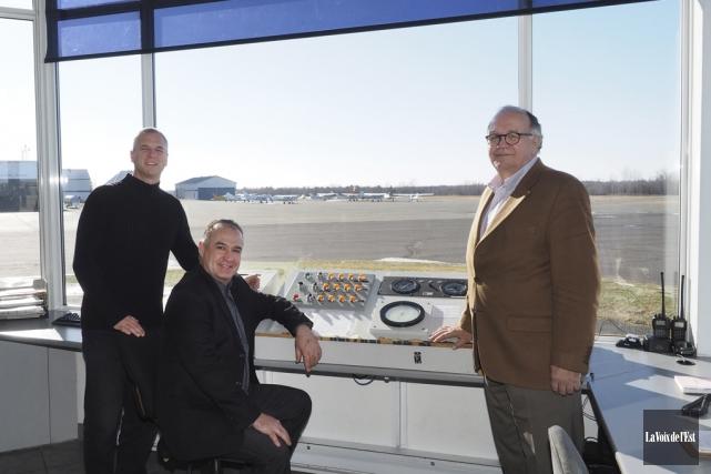Le directeur général de l'aéroport Roland-Désourdy, Robert Blais,... (Alain Dion, La Voix de l'Est)