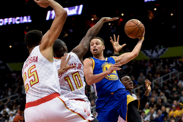 Stephen Curry (à droite) a inscrit 36 points... (Photo Dale Zanine, USA Today)