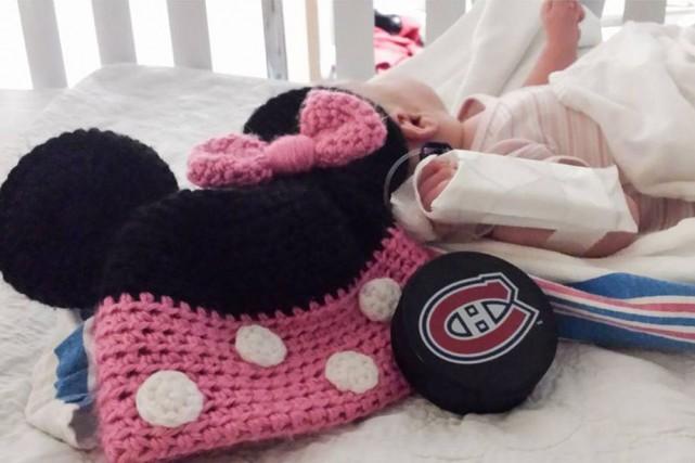 Le bébé assommé par une rondelle dimanche au... (Photo tirée de Facebook)