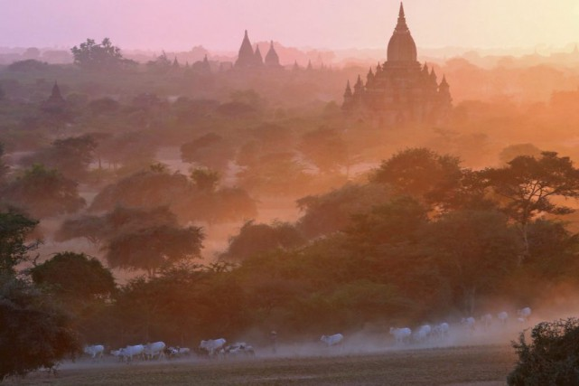 De nombreux touristes font une escale à Bagan... (Photo Ye Aung Thu, Archives AFP)