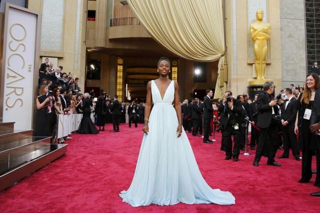 La robe créée spécialement par Prada pour Lupita... (PHOTO ARCHIVES REUTERS)