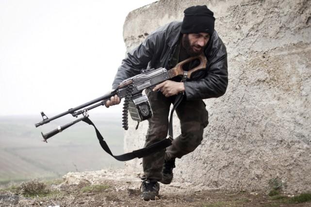Sur le terrain, des rebelles et des civils... (ARCHIVES AP)