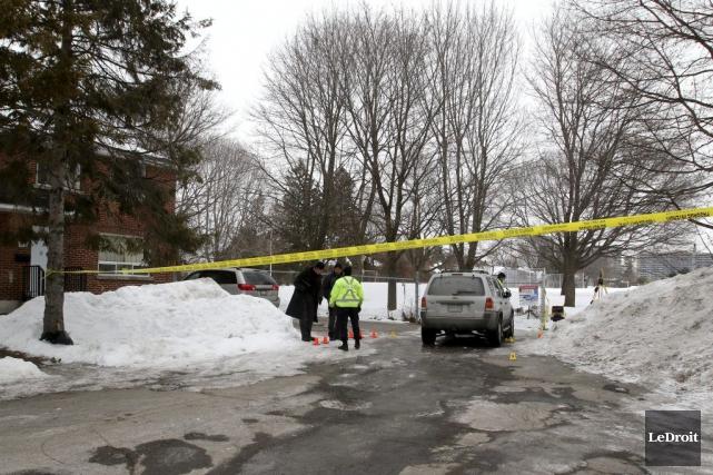 Les policiers ont observé la scène de crime,... (Patrick Woodbury, LeDroit)
