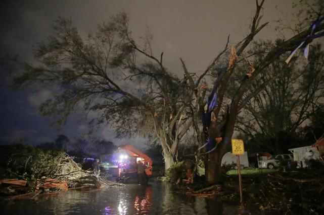 Des tornades et des tempêtes ont frappé le sud de la Louisiane et du... (PHOTO AP)