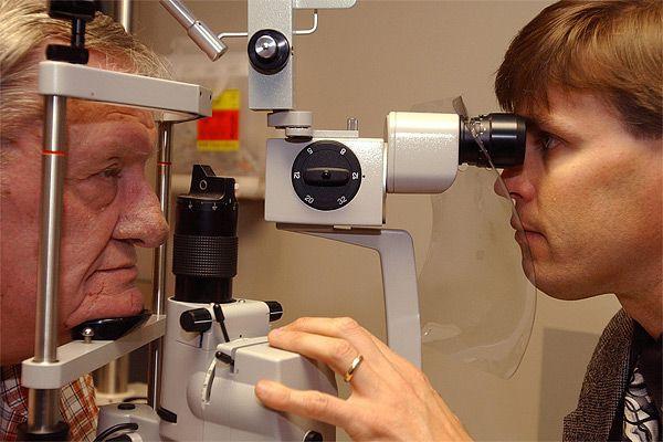Des centaines de patients atteints d'une forme sévère de dégénérescence... (AP)