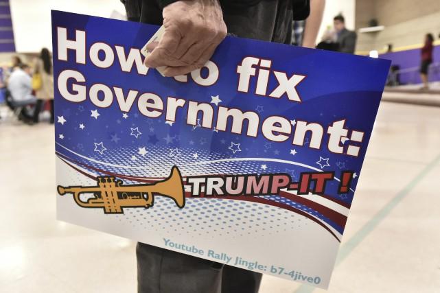 Ce partisan de Donald Trump s'est présenté au... (AFP, Josh Edelson)